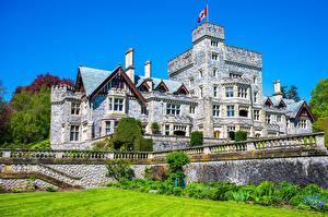 Картинка Канада Замок Башни Флага Hatley Castle Города