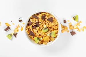 Картинки Шоколад Киви Белым фоном Кукурузные хлопья Пища