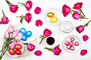 Фотографии Пасха Розы Кофе Конфеты Серый фон Яйцо Чашка Тарелке Сердце Лепестки цветок