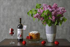 Картинки Пасха Натюрморт Сирень Вино Кулич Вазы Бутылки Яйцами Бокал Цветы Еда