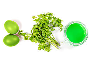 Обои Пасха Белый фон Двое Яйцо Краски Зеленый Еда