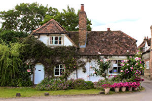 Картинки Англия Дома Поселок Крыша Особняк Turville village, Buckinghamshire Города