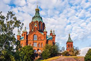 Обои для рабочего стола Финляндия Хельсинки Собор Облака Uspenski Cathedral Города