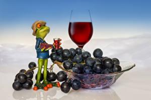 Картинка Лягушка Виноград Вино Шляпы Бокалы Еда