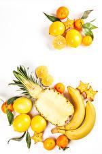 Фотографии Фрукты Бананы Лимоны Ананасы Мандарины Белом фоне Еда