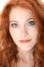 Обои Heidi Romanova iStripper Лицо Рыжая Волосы Смотрит девушка