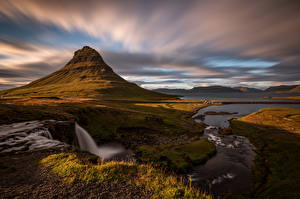 Обои Исландия Горы Облака Kirkjufell Природа