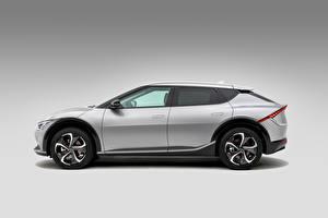 Картинки KIA Серый Металлик Сбоку EV6, (Worldwide), 2021 Автомобили
