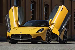 Обои Maserati Желтый Металлик Купе Открытая дверь MC20 Coupe, (Worldwide), (M240), 2021 авто
