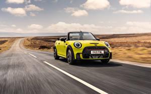 Обои для рабочего стола Мини Дороги Желто зеленый Металлик Едущий Кабриолета John Cooper Works Cabrio, (UK-spec), (F57), 2021 автомобиль