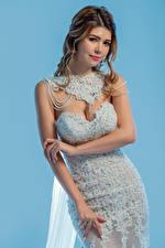 Фотографии Поза Платье Руки Невесты Взгляд молодая женщина