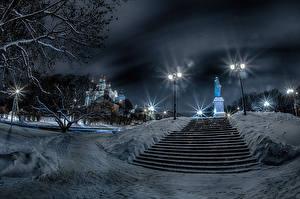 Картинка Россия Зимние Памятники Храмы Ночные Снега Лестницы Уличные фонари Smolensk город