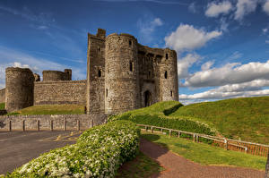 Фото Великобритания Замки Уэльс Башня Kidwelly Castle город