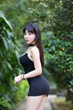 Фотография Азиатка Брюнеток Платья Поза Смотрит Боке девушка
