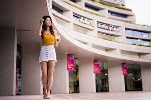 Фото Азиаты Поза Ноги Юбке Майка Размытый фон молодые женщины
