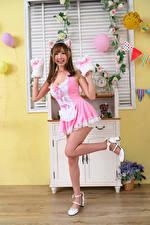 Фото Азиатки Улыбка Поза Платья Ноги Девушки