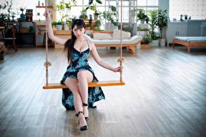 Картинки Азиатки Качели Брюнетка Платья Ноги Смотрят Девушки