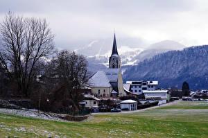 Обои Австрия Горы Церковь Дома Альпы Туман Puch bei Hellein Природа картинки