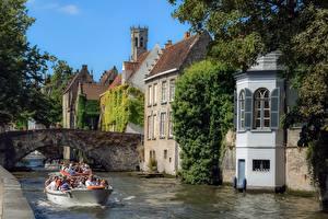 Фото Бельгия Брюгге Мосты Лодки Туризм Турист Водный канал
