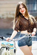 Фотографии Шатенки Волос Улыбка Красные губы Взгляд Шортах Позирует Девушки
