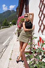 Фотографии Cara Mell Блондинка Поза Ног Юбки Очки девушка
