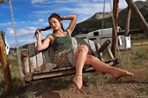 Фото Elena Generi Качелях Ноги Юбке Майки молодая женщина