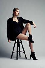 Фото Evgeniy Bulatov Фотомодель Стулья Сидящие Ноги Шорты Пиджак Eva Alekseenko молодые женщины