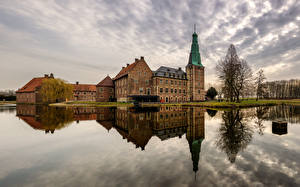 Картинка Германия Замки Реки Отражается Raesfeld Castle