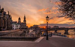 Обои для рабочего стола Германия Дрезден Вечер Здания Реки Мост Уличные фонари город
