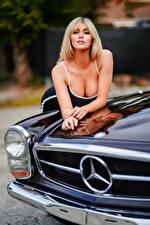 Фото Блондинка Платье Вырез на платье Взгляд Боке Marina Девушки Автомобили