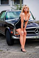 Фотографии Блондинка Поза Платья Декольте Взгляд Размытый фон Marina девушка Автомобили