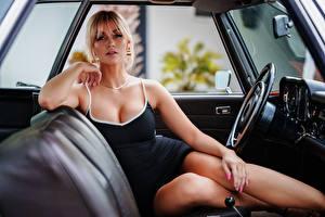 Фото Сидя Платье Вырез на платье Ног Смотрят Блондинка Marina молодые женщины Автомобили