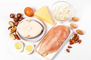 Обои Мясные продукты Рыба Орехи Фундук Творог Сыры Курятина Белым фоном Яйцами Продукты питания