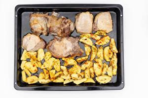 Картинки Мясные продукты Картошка Белом фоне Продукты питания