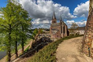 Фотографии Нидерланды Церковь Облака Деревья Kessel, Limburg Города