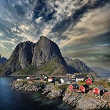 Картинка Норвегия Лофотенские острова Гора Здания Облако Hamnøy
