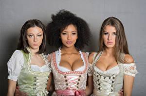 Фото Трое 3 Платья Вырез на платье Смотрят Униформа Официантки Sainabou, Vanessa, Janna молодые женщины