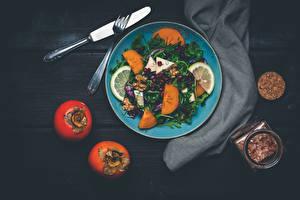 Картинка Салаты Овощи Хурма Фрукты Ножик Тарелка Вилка столовая Еда