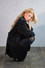 Фото Блондинка Поза Сидя Взгляд Sladjana Девушки