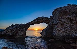 Фото Испания Рассвет и закат Море Скала Арки Girona