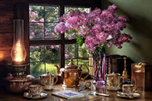 Картинка Натюрморт Сирень Керосиновая лампа Чайник Вазе Книги Чашка Еда Цветы