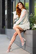 Фотография Taylor Freeze Рыжие Позирует Ноги Улыбается Платье Взгляд Девушки