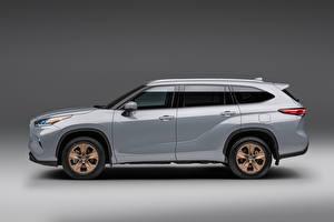 Картинки Toyota Серый Металлик Сбоку Highlander XLE 'Bronze Edition', (North America), 2021 авто