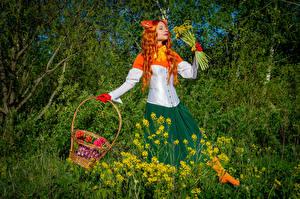 Фотографии Victoria Borodinova Одуванчики Букеты Рыжих Косплей Корзинка Девушки