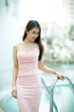Фотография Азиаты Боке Шатенка Улыбка Платье Руки