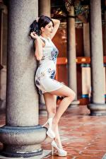 Фотография Азиатки Позирует Платья Ног Туфель девушка