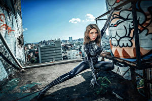 Фото Азиатки Позирует Латекс Смотрят spider woman Девушки