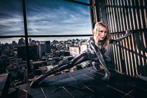 Картинки Азиатки Поза Латекс Взгляд spider woman Девушки