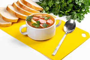 Картинка Хлеб Супы Белом фоне Ложки Разделочной доске Продукты питания