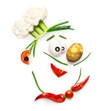 Фотография Креатив Овощи Картофель Острый перец чили Помидоры Капуста Белый фон Повар Пища